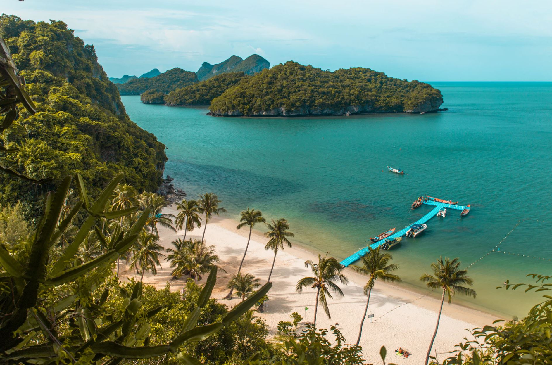 Gorgeous beaches await once you're done teaching for the year | 1905 Travellers/Unsplash